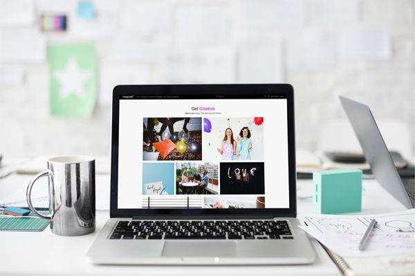 A imagem mostra um portátil aberto numa página de um Blog, que é um dos nossos serviços.